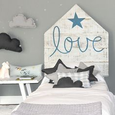 wood pallet headboard for a kids room. Love!!!