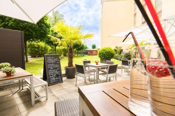 Terrasse mit tollem Garten finden Sie im 4-Sterne PhiLeRo Hotel Köln nahe der LANXESS arena sowie der Köln Messe.