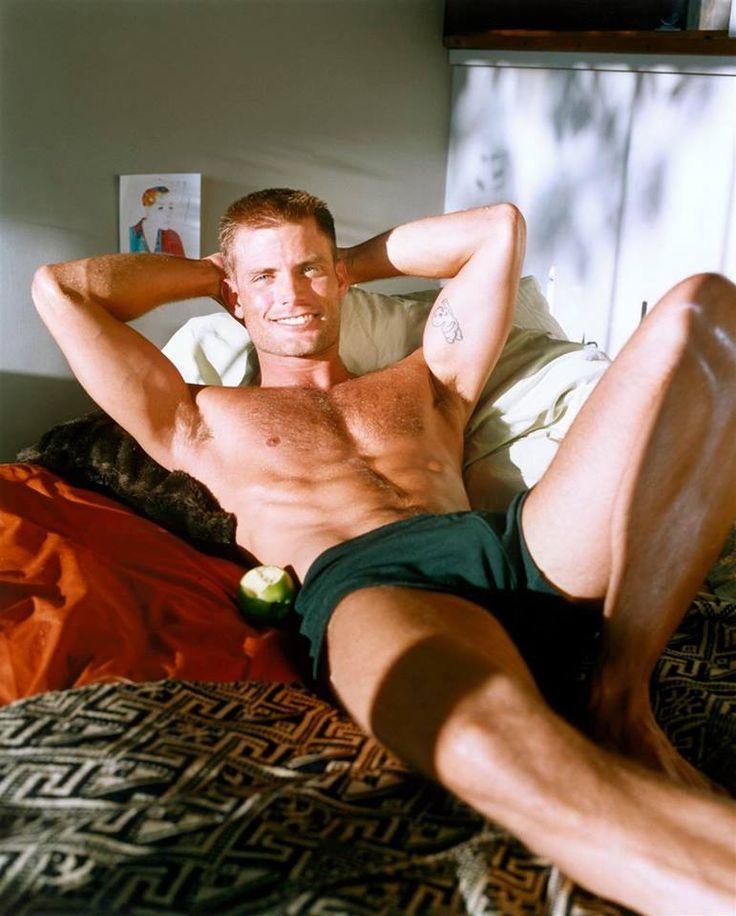 CASPER VAN DIEN laying in BED! 😍👻😅