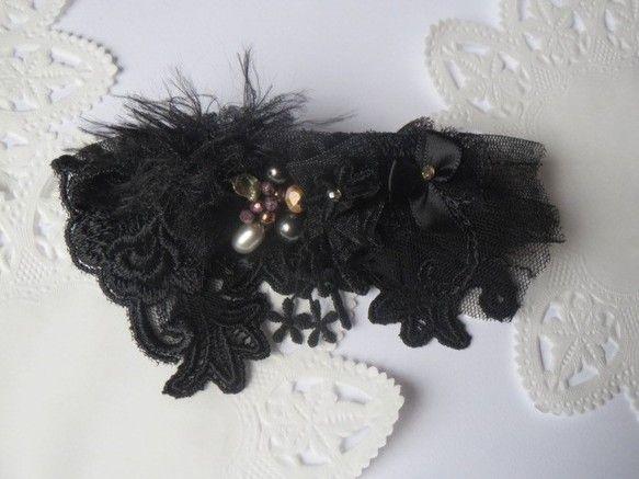 チュールレース・シフォンの上にリボンやお花をつけて淡水パール・ケシパール・貝パール・チェコビーズを留めました。黒アゲハ蝶みたいになりました。6.5×...|ハンドメイド、手作り、手仕事品の通販・販売・購入ならCreema。