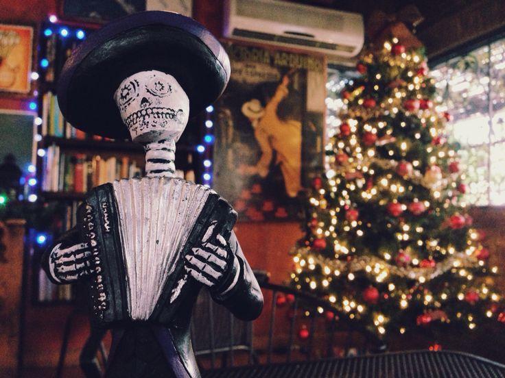 Del día de muerto nos pasamos a Navidad. Nosotros ya adornamos.