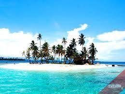 Le isole San Blas sono un arcipelago panamense che comprende 378 isole e atolli di cui solo 49 abitati. Gli indigeni amano dire che hanno un'isola per ogni giorno dell'anno. Sono ubicate al largo della costa nord dell'istmo di Panamá e a est del canale di Panama. Vi risiedono gli indiani cuna e fanno parte della comarca (provincia) di Kuna Yala situata lungo la costa caraibica di Panamá.
