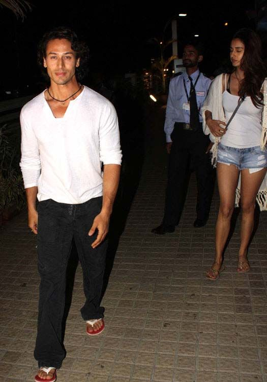 Pics: Tiger Shroff spotted with girlfriend