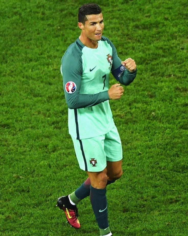 """1,104 Likes, 7 Comments - Cristiano Ronaldo Fans🇵🇹 (@cristianoronaldofans) on Instagram: """"GOOOOOOOOAAALLLL CRISTIANO RONALDOOO!!!🇵🇹❤️ #cristianoronaldo #cr7 #portugal"""""""