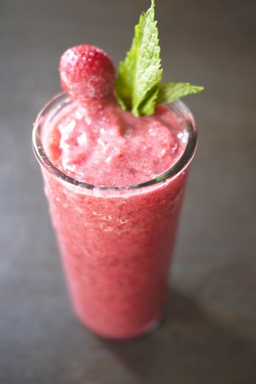 Summer recovery cocktail: strawberry lychee mint smoothie: Ice Cubes, Summer Drinks, Food, Strawberries, Drinks Recipes, Smoothie Recipes, Mint Smoothie, Cocktails, Drinks Ideas