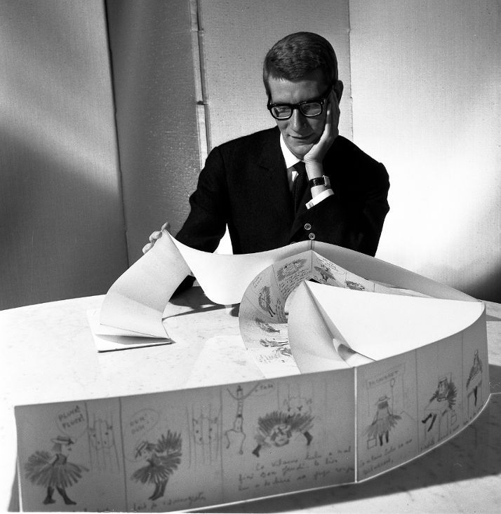 * La vilaine Lulu - Yves Saint Laurent et les planches originales de La Vilaine Lulu, 5 juin 1964 Photographie de Robert Doisneau