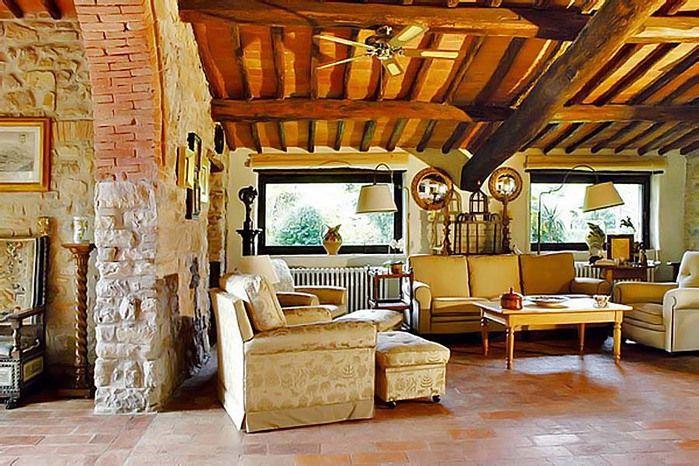 Итальянский – стиль, формировавшийся многие столетия, и остающийся актуальным и по сей день. Дизайн интерьера в итальянском стиле будет удобен для большой семьи. Он исповедует принципы простоты, экологичности материалов и близости к природе.