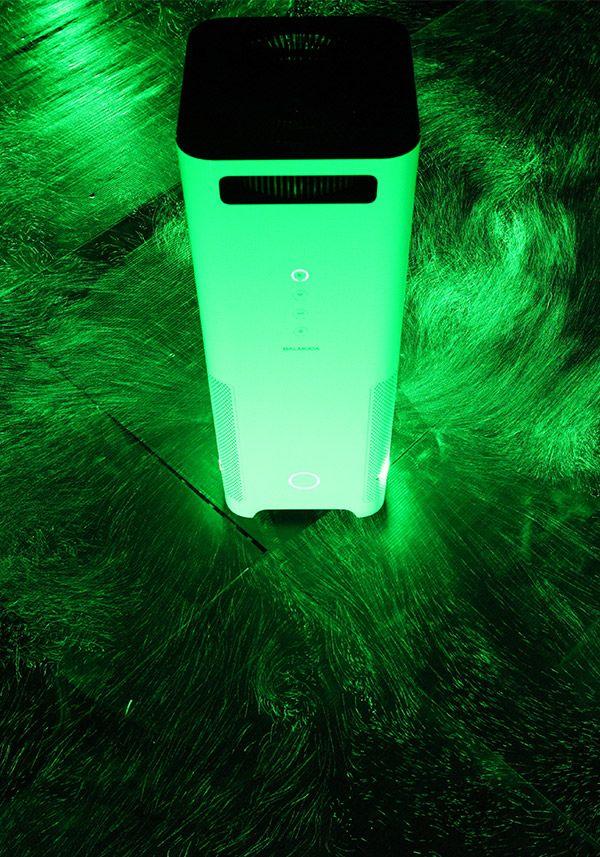 BALMUDA AirEngine   2つのファンを使うことで気流を生み出し、部屋中の空気をきれいにします。