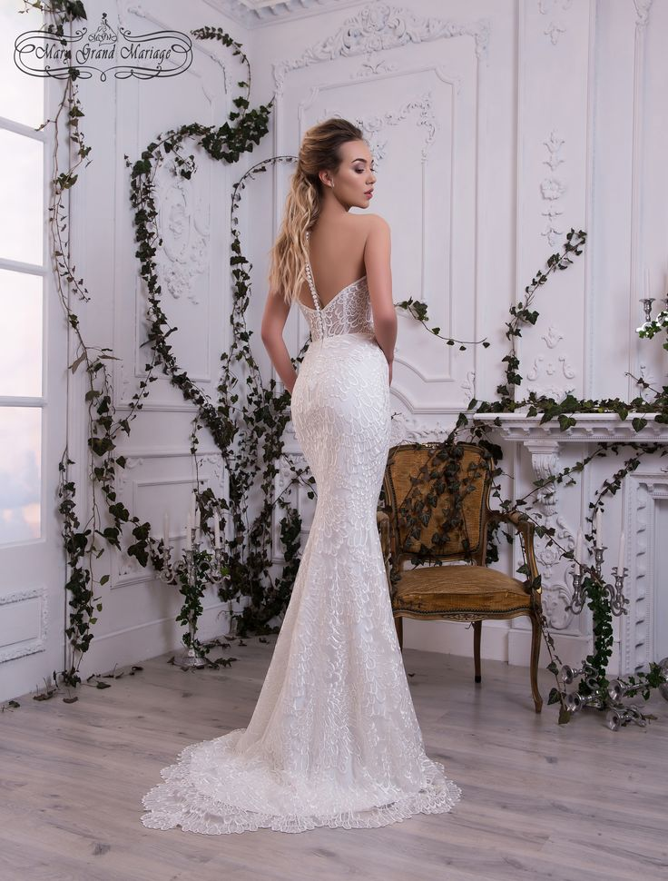 Rebecca As if, a #mermaid has appeared from the ocean depths. Gentle, innocent, voiceless but gorgeous. Light lace covers the #mystery of strong #feeling of love. #Stunning train of the dress is used for the #wedding #ceremony. It can be taken off easily as well.   Свадебные платья новая коллекция 2018 Черновцы Украина #платья #свадьба #одежда #weddingdress