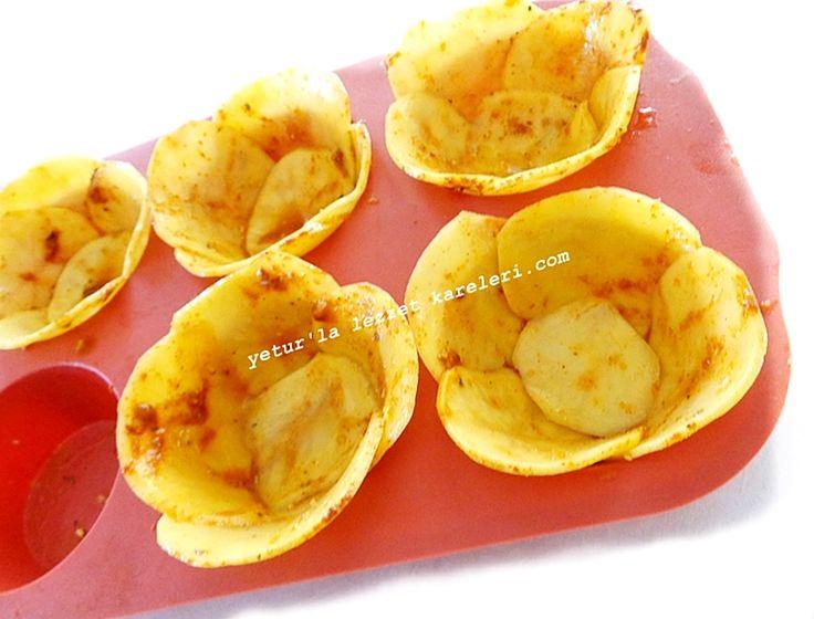 çay sofralarında yemek davetlerinde servis yapabilirsiniz.patatesler çıtır çıtır içindeki meze ile birlikte yenilir..ayrıca her ...