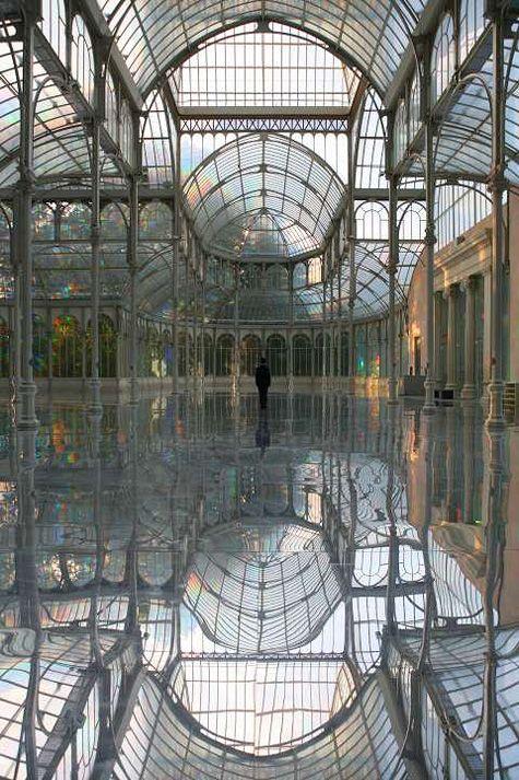 Kimsooja, To Breathen - A Mirror Woman, 2006, site specific installation at Palacio de Cristal, Parque del Retiro, Madrid, ph. Jaeho Chong.