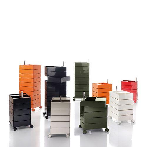 360 Container fra Magis har et meget moderne og finurligt udtryk, som gør den spændende i rummet. Skufferne har mulighed for at rotere til siderne. #kontorskabe #reoler #skabe #kontormøbler #kontorindretning #møbler #til #erhverv
