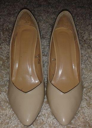 Kup mój przedmiot na #vintedpl http://www.vinted.pl/damskie-obuwie/na-wysokim-obcasie/9785653-bezowe-cieliste-lakierowane-szpilki-sinsay