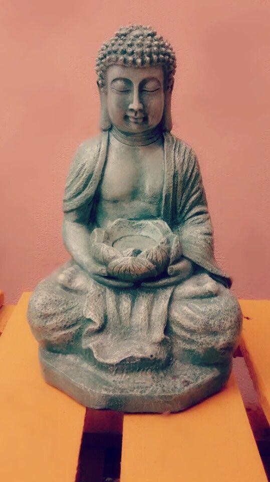Buda de yeso, pintura acrílica.