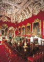 the state dining room at buckinham palace