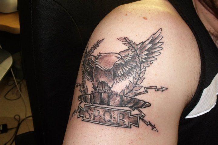 erkunde tattoo spqr le...