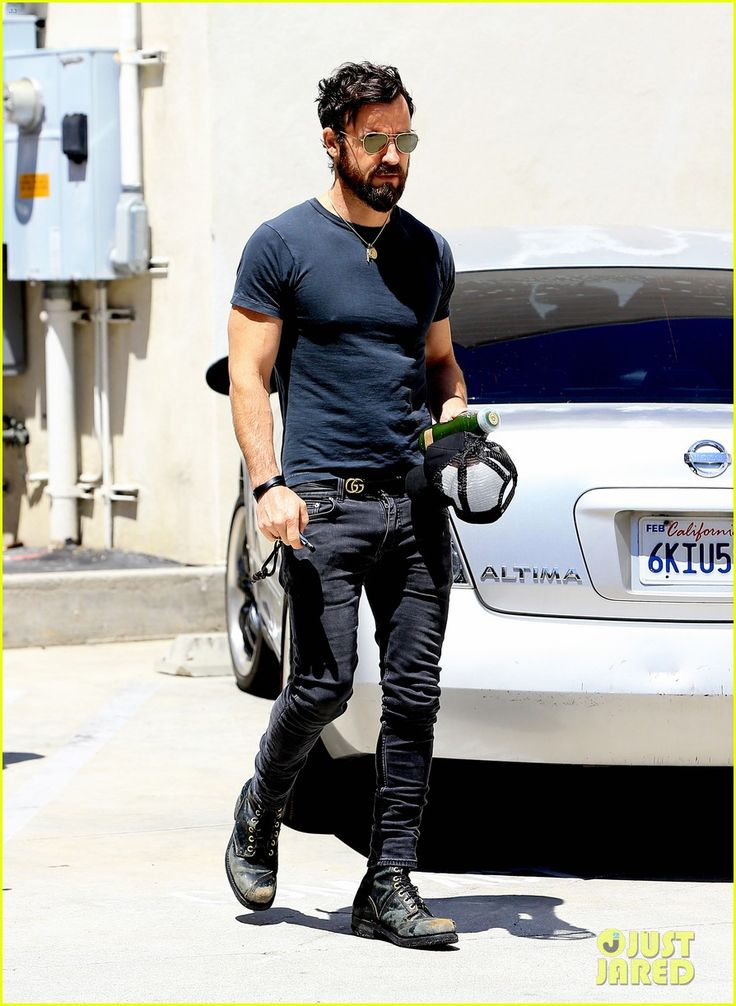 justin-theroux-adds-another-tattoo-to-his-collection-for-his-birthday-07.jpg…