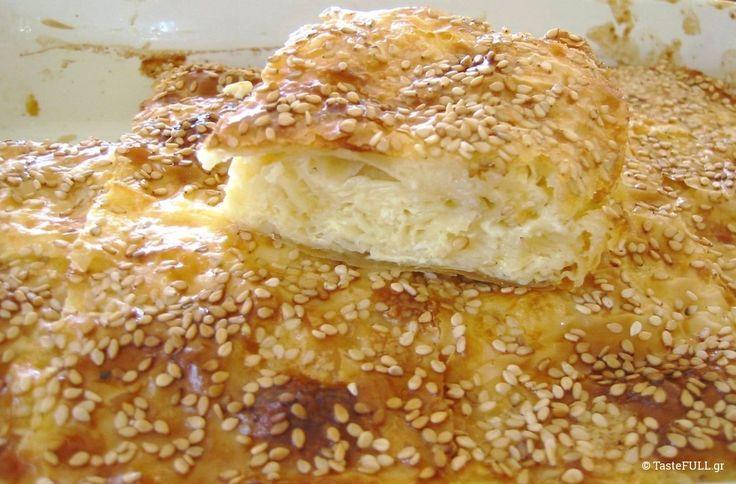Μια πατσαβουρόπιτα είναι αυτή η τυρόπιτα, εύκολη, απλή και αγαπημένη σε κάθε σπιτικό, όχι μόνο στην Ελλάδα αλλά στα Βαλκάνια, πιστεύω. Η διαφορά στη γεύση με την πατσαβουρόπιτα που συνηθίζεται στην Ελλάδα, είναι μεγάλη. Αυτή η πίτα είναι ανάλαφρη! Δεν έχει κίτρινα τυριά, έχει μόνο φέτα. Θα μπορούσε να έχει μόνο ανθότυρο ή μίγμα των …