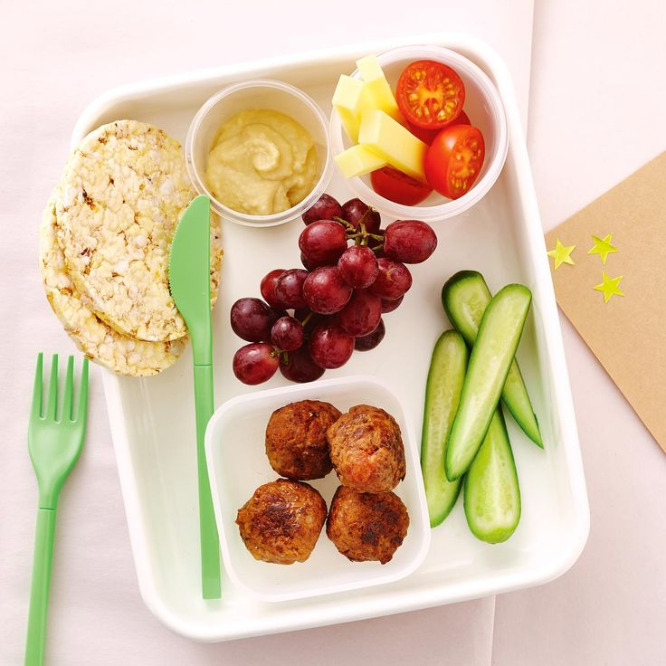 How to pack the perfect lunchbox for your kids - Meatballs + Snacks #Meatballs #Snack #Lunch #Lunchobx #LunchboxIdeas #KidsLunch #FreshFoodKids
