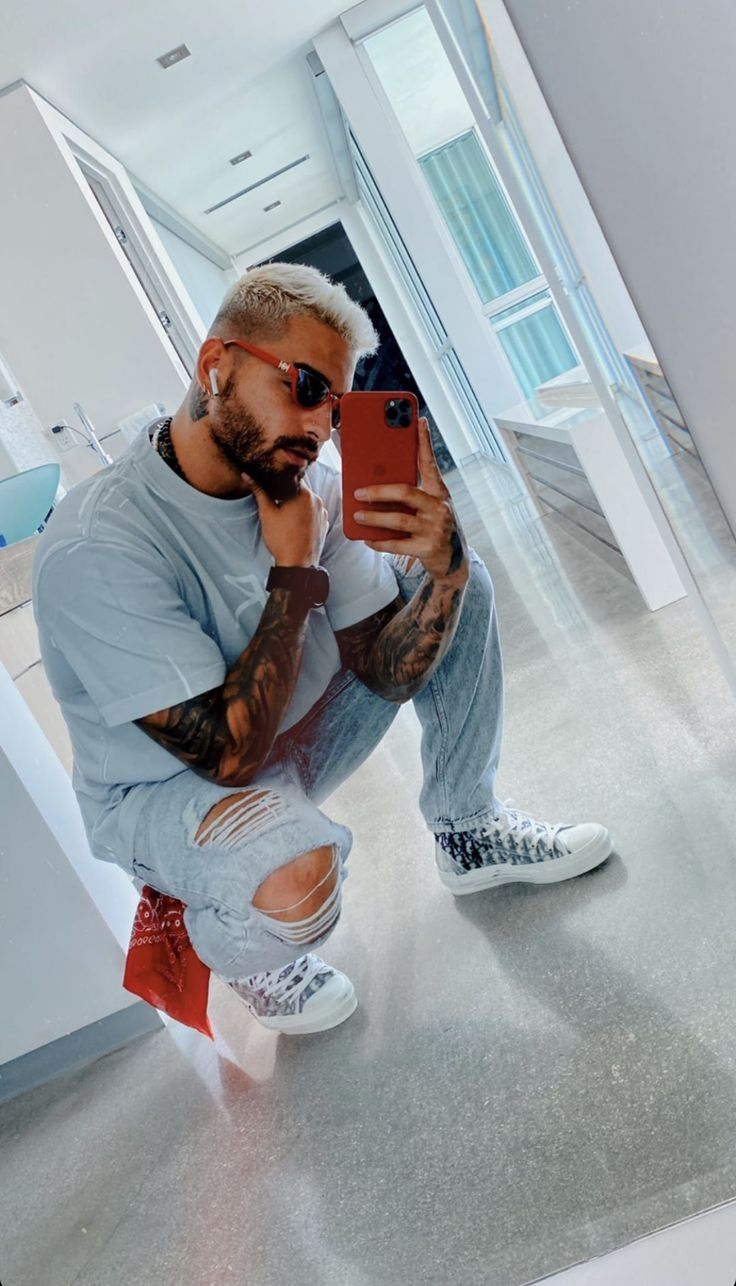 Maluma Style, Photographie Portrait Inspiration, Latin Artists, Latin Men, Beautiful Men Faces, Latin Music, Mens Fashion Blog, Perfect Boy, Papi