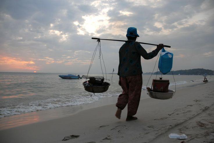 Vendedora de comida en la playa de Sihanoukville (Camboya)
