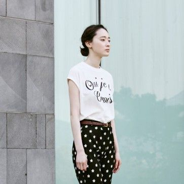 "[Oui Tee: White] A #sleeveless #tee, #croptop featuring a ""Oui je le crois"" graphic. Round neckline. Back keyhole. #korean #model #koreanfashion #asianfashion #floralpants #slacks #casual #pants #trousers #fashiontoany"