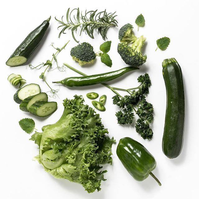 Lisää väriä teille  #kasvikset #lähiruoka #kasvishovi #salaatti #kurkku #parsa #vegetables #green #healthyfood