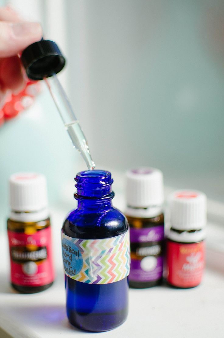 DIY Umbilical Cord Care Serum with Essential Oils for a Newborn Baby (1)