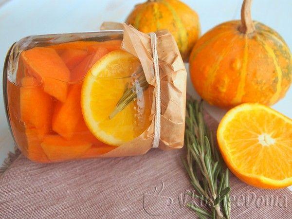 Тыква консервированная на зиму с апельсином и розмарином придется по вкусу не только вам, но и всем вашим друзьям и родственникам. Простенький рецепт