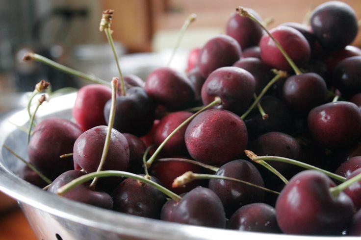 Come preparare la marmellata di ciliegie fatta in casa con zucchero di canna e aggiunta di vino rosso, un gusto particolare e delicato
