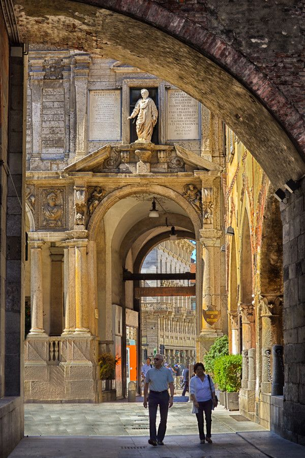 Take time to stroll the beautiful streets of Milano ~ Lombardia, Italia