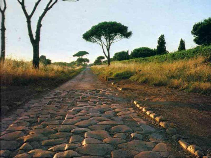 La Via Appia, costruita per ragioni belliche durante le guerre sannitiche, divenne in seguito asse di espansione e comunicazioe commerciale