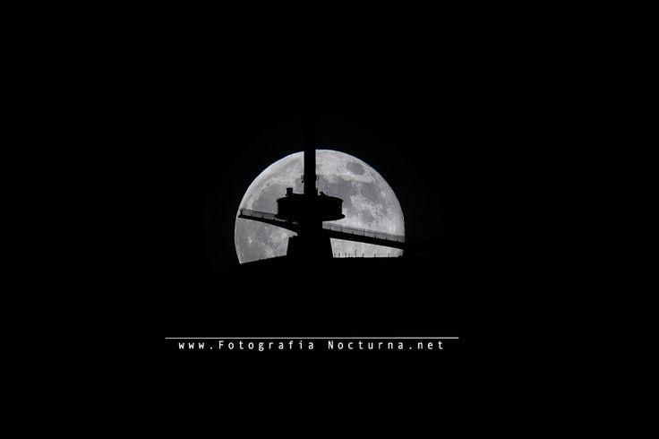 https://flic.kr/p/VPdh86 | Luna llena de junio 2017 - MTO1000A - Photopills | La luna llena de junio 2017, con una focal de 1100mm y planificada con photopills  La #luna llena de junio por detrás del #pirulí de #PeñaCabarga #Cantabria #fotografíanocturna #MTO #MTO1000A #photopills por http://www.fotografianocturna.net