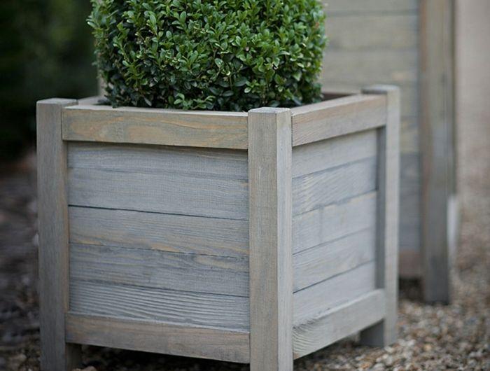 Pflanzkubel Aus Holz Fur Eine Rustikale Gestaltung Pflanzkubel