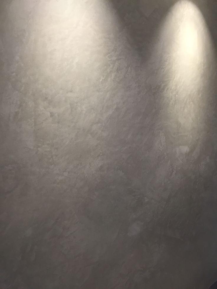 Tadelakt på en fondvägg  Dekorputs Kalkputs