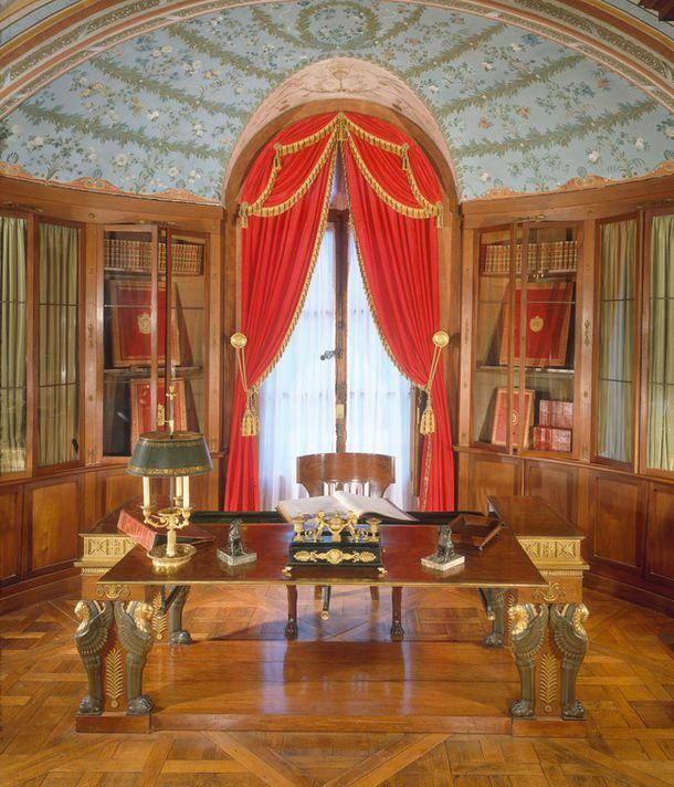 Рабочий кабинет Наполеона Бонапарта во дворце Мальмезон.