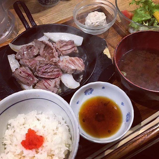 🐖じゃなくて🐄 #福岡ランチ#赤坂#大名#お昼ごはん#ランチ#十一#牛タンステーキ#分厚すぎ#肉#明太子ごはん#肉スタグラム#fukuoka#lunch#steak