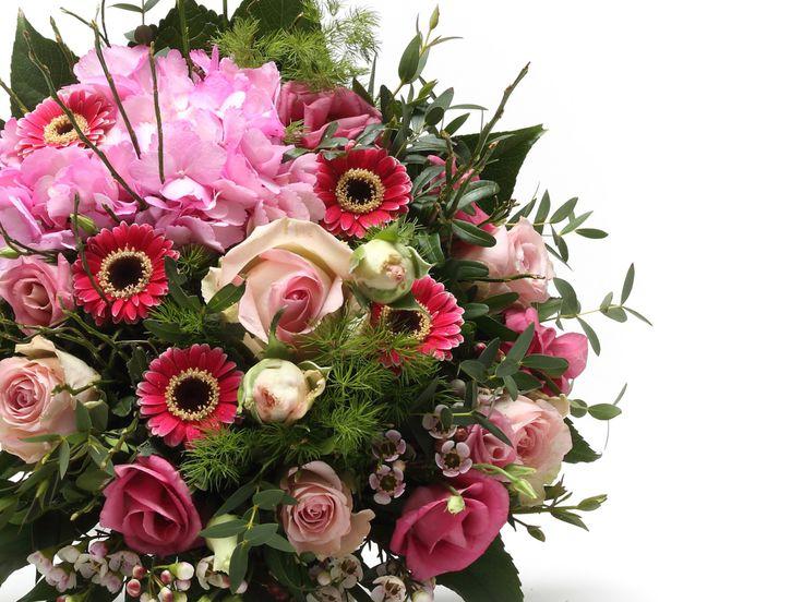 Lenyűgöző vegyes virágcsokor   #flowers#bouquet#viragszoro#viragszoroviragkuldes#pink#rose#raninculus#lizianthus#gerbera#hydrangea