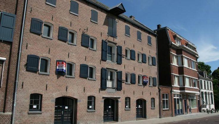 In Deventer wordt een voormalig pakhuis aan de Bokkingshang gerenoveerd en verbouwd tot 4 ruime woningen op de verdiepingen en een commerciële functie op de begane grond #herbestemming