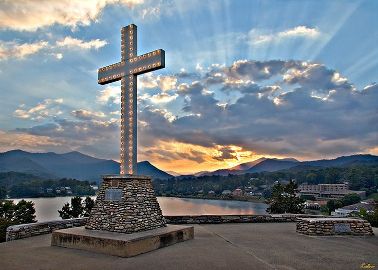 Beautiful Lake Junaluska, near Waynesville in western North Carolina, is a United Methodist Conference & Retreat Center and the headquarters of the World Methodist Council.
