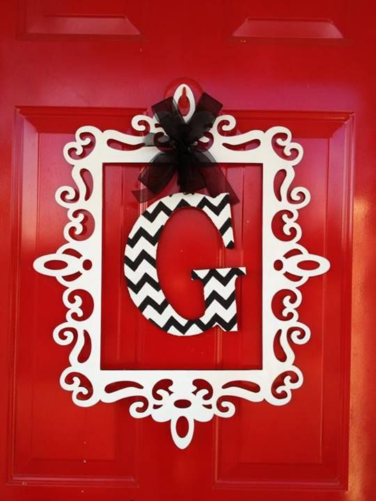 love this instead of a wreath! I'm such a sucker for a monogram.