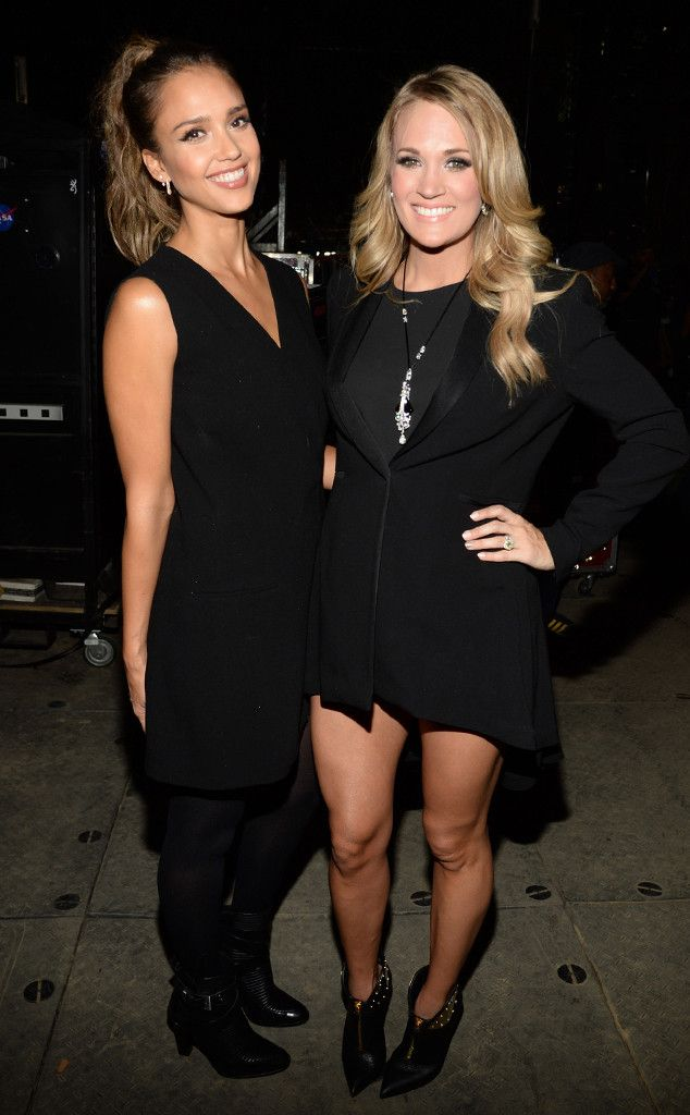 Jessica Alba and a pregnant Carrie Underwood strike a pose in New York. Reminder that a basic, black look always makes for a sophisticated, elegant night out!