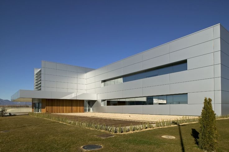 Technology Park, Huesca | Spain by Used-Magrazó-Marco-Gayarre ALUCOBOND® Silver Metallic