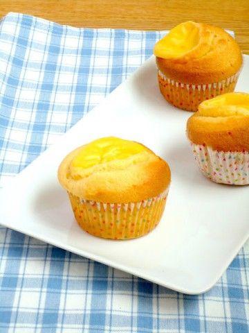 Een lekker recept voor custard cakes, cupcakes gevuld met gele room.