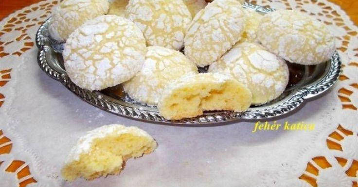 Mennyei Omlós citromos keksz recept! Omlik a szádban, intenzív citrom ízű, egy igazi ínyenc falat.  Szerintem egy adagnak hamar vége.