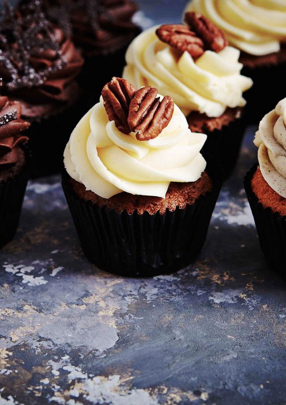 ❥ Cupcakes~ I love the tile these are sitting on...