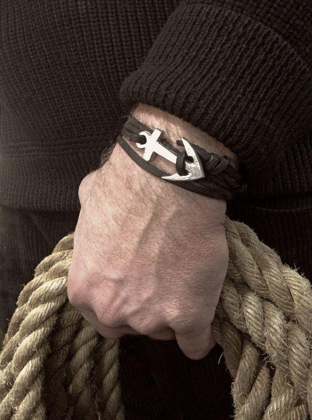 Armband aus Leder mit Anker als Accessoire für einen maritimen Look / accessory for the maritime style: leather bracelet with anchor made by Neptunsgeschmeide via DaWanda.com
