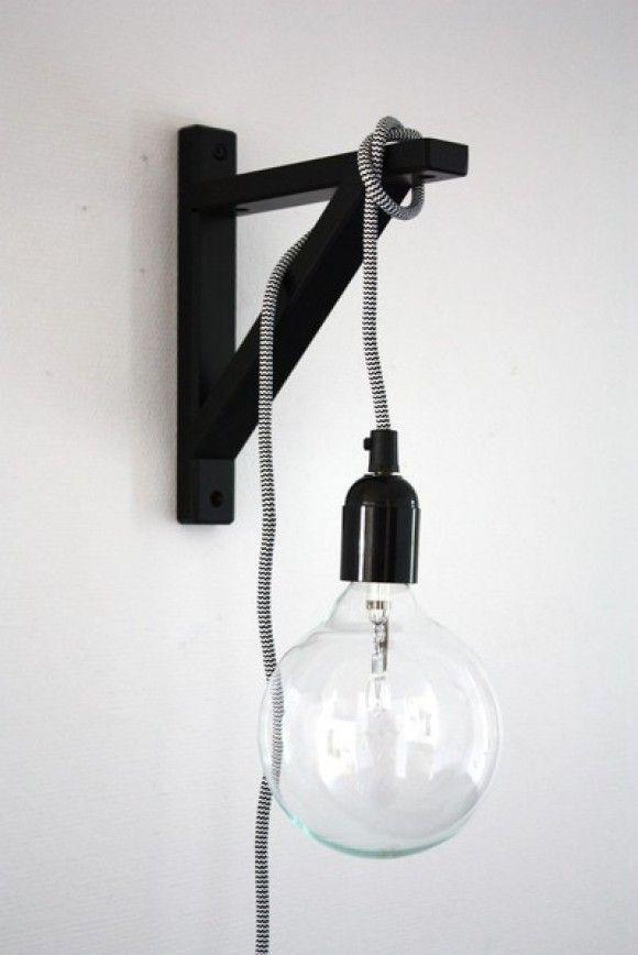 DIY nachtlampje. Dit lampje kun je eenvoudig zelf maken door een zogenaamde console (Ekby Valter) van IKEA te gebruiken als houder en dan een lamp en fitting daaraan vast te knopen.