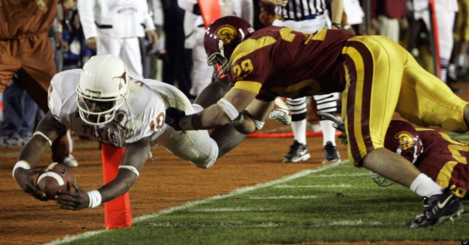 Vince Young scoring the final touchdown in the 2006 Rose Bowl game vs USC #football