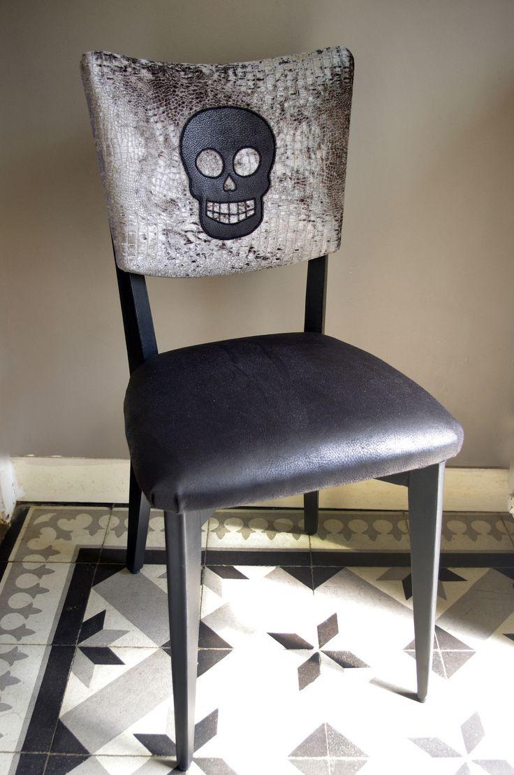 Chaise rétro en velours et cuir à tête de mort : Meubles et rangements par abracadabroc